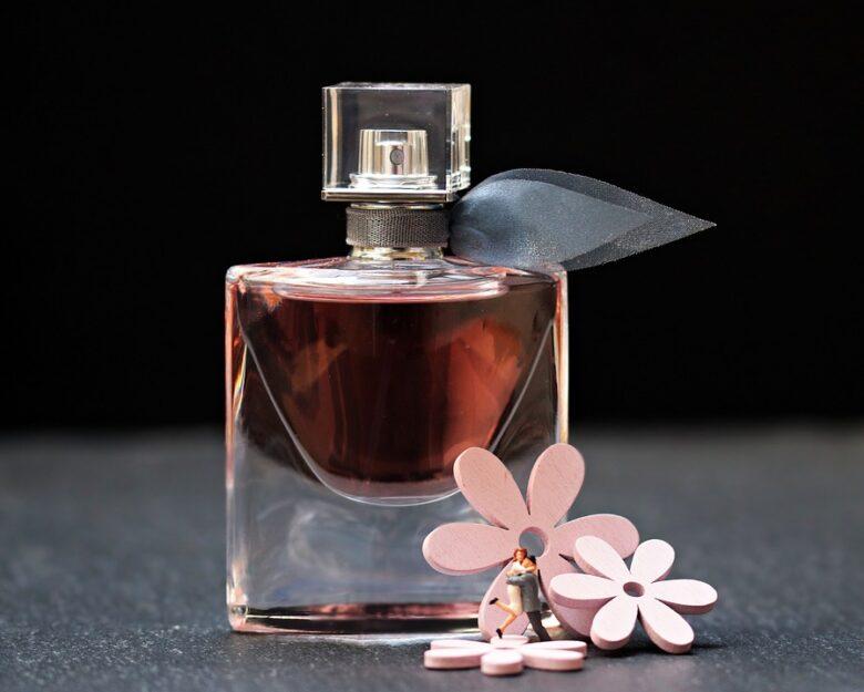 香水を上手に活用して異性に好印象を持たせるにはどうすればいいのか?香水と心理学。