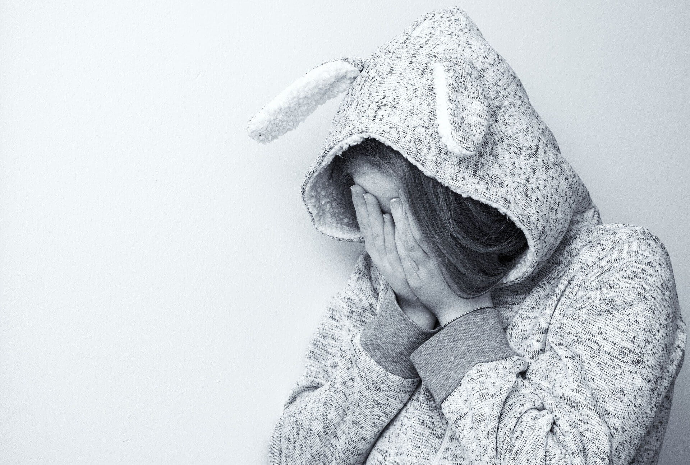人は泣くから悲しいのか、悲しいから泣くのか?おい、どっちなんだい?