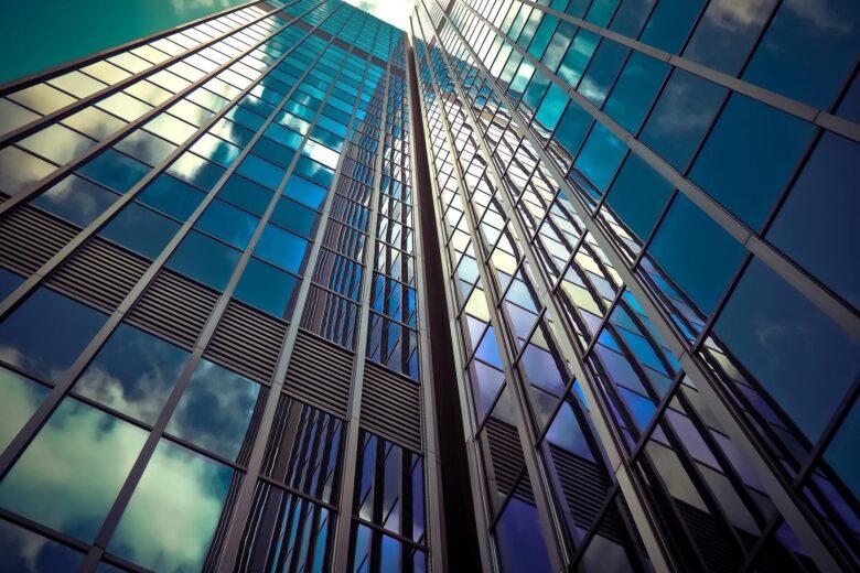 宅建資格は役に立つ。宅建取得でフリーランスや副業も可能?社長にもなれる?